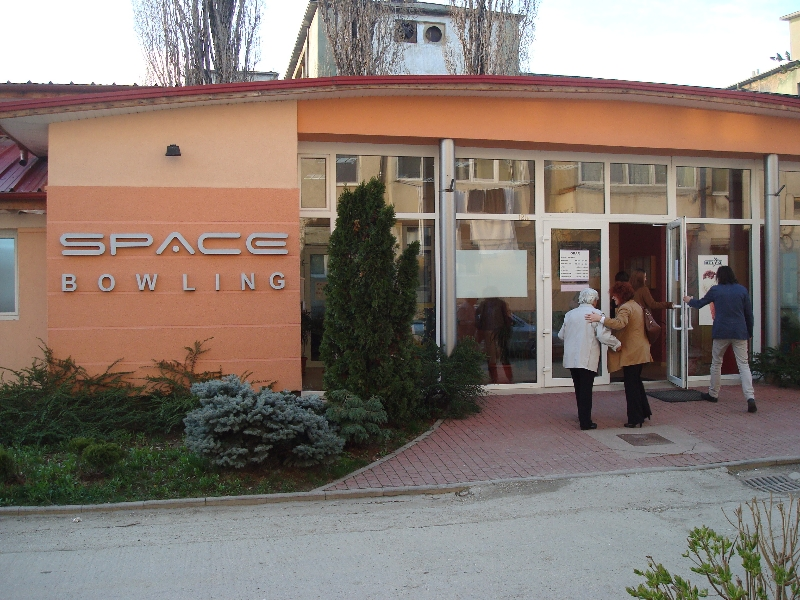 space-bowling-club