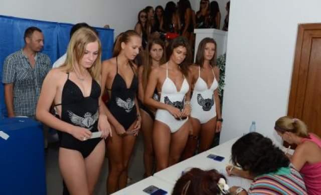 La referendum - In bikini, in sectia de votare