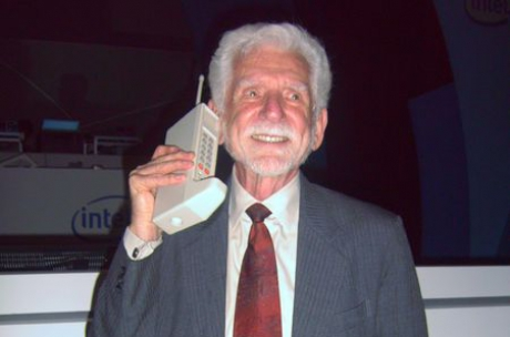 first-mobile-phone Motorola Dyna TAC 8000X