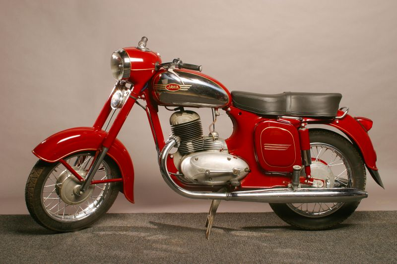 motocicleta Jawa 250 cmc